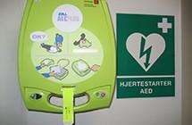 AED hjertestarter til brug ved førstehjælp